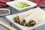 Pekingente mit Mandarin-Pfannkuchen gerollt (Pekingente in Wrap-